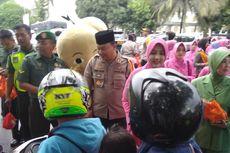 Ngabuburit, Kapolres Tasikmalaya Kota Turun ke Jalan Bagi-bagi Takjil Gratis