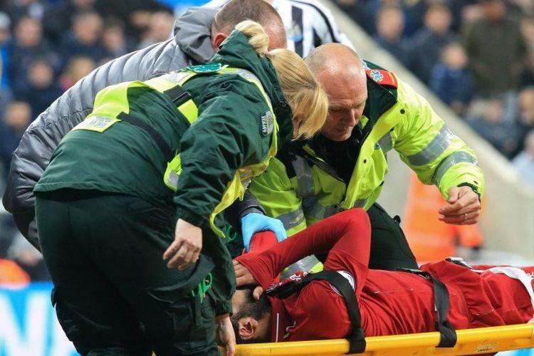 Mohamed Salah mengalami cedera pada pertandingan Newcastle United vs Liverpool dalam lanjutan Liga Inggris di Stadion St. James Park, 4 Mei 2019.