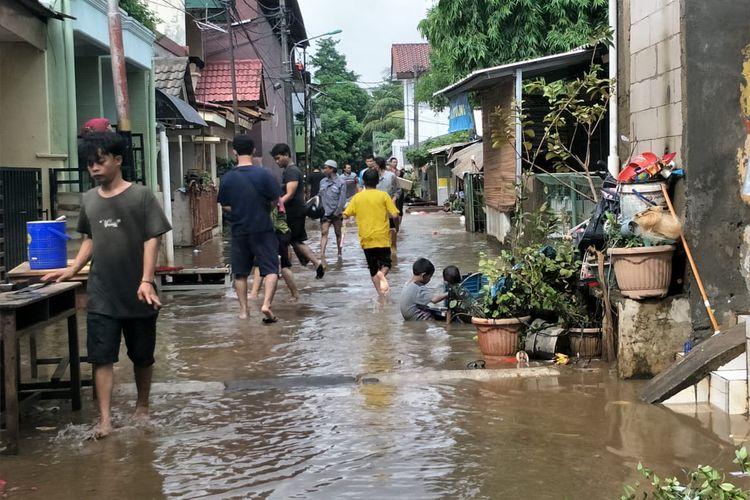 Banjir yang menggenangi daerah Cipinang Melayu, Makassar, Jakarta Timur mulai surut pada Kamis (2/1/2019) pagi.