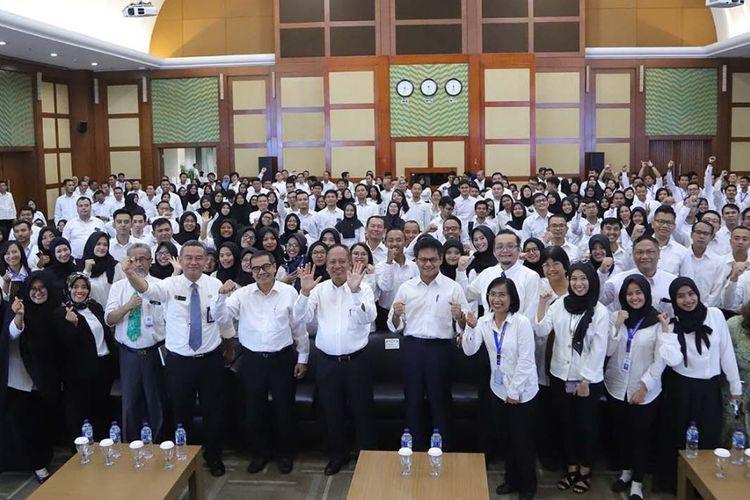 Menteri Riset, Teknologi, dan Pendidikan Tinggi Mohamad Nasir memberikan pembekalan dan orientasi kepada Calon Pegawai Negeri Sipil (CPNS) baru di lingkungan Kemenristekdikti TA. 2018 di ruang Auditorium, Gedung D Kemenristekdikti, Jakarta (2/5/2019).