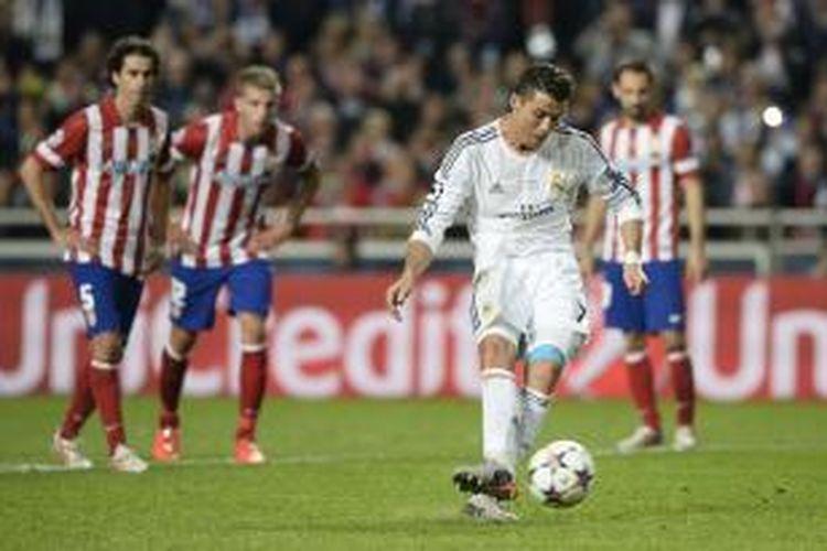 Penyerang Real Madrid, mengeksekusi penalti, yang berujung gol ke gawang Atletico Madrid, pada menit ke-120, final Liga Champions, di Estadio da Luz, Lisabon, Sabtu (24/5/2014).
