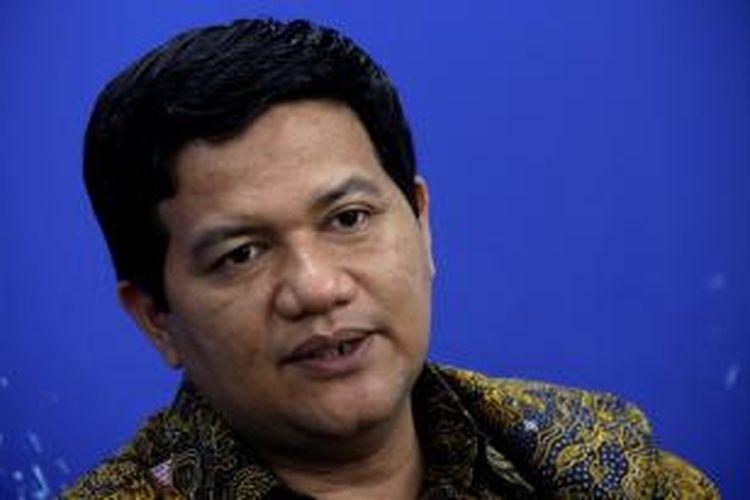 Ketua Komisi Pemilihan Umum, Husni Kamil Manik, saat berdiskusi di Newsroom Kompas.com, Gedung Kompas Gramedia, Jakarta, Kamis (12/12/2013).