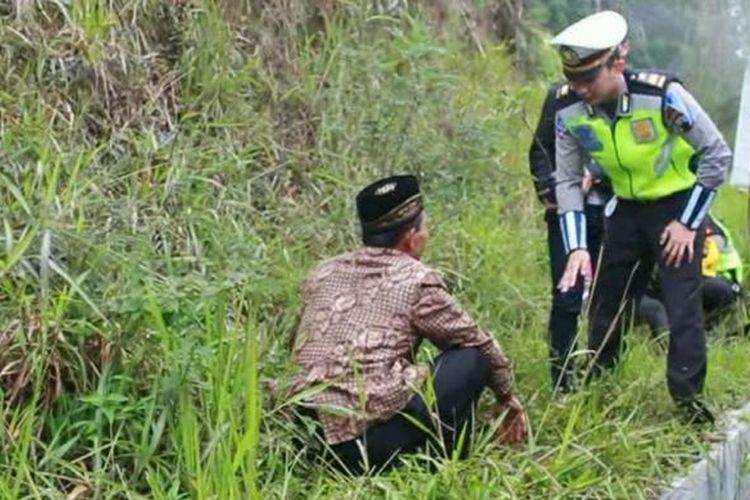 Polisi Karanganyar gelar operasi simpatik di Jalur Tawangmangu-Magetan pada hari Selasa (14/3/2017).