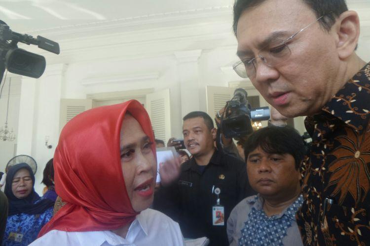 Gubernur DKI Jakarta Basuki Tjahaja Purnama melayani aduan warga di Balai Kota, Selasa (25/4/2017).