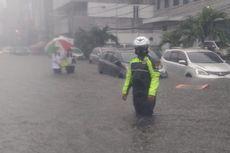 Jalan Falatehan Kebayoran Baru Tergenang Air hingga 50 Sentimeter, Lalu Lintas Sempat Macet