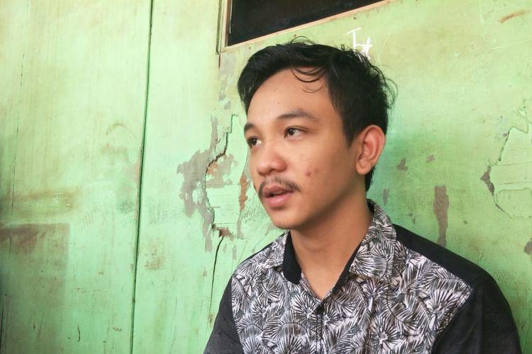 Suami korban yang diberi obat kedaluwarsa oleh Puskesmas Kamal Muara, Penjaringan, Jakarta Utara.