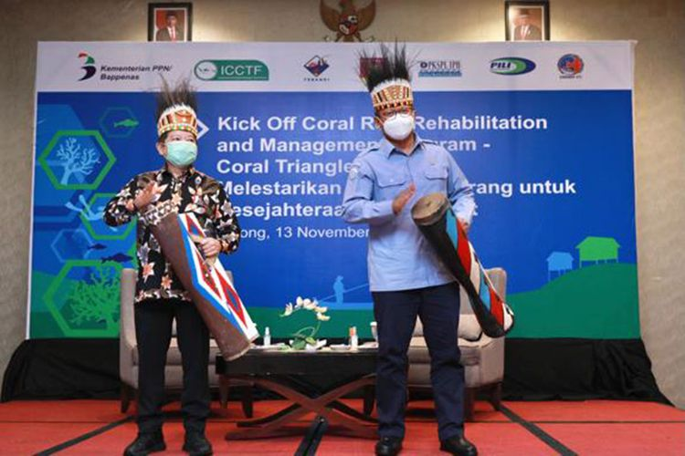 Menteri PPN/Kepala Bappenas Suharso Monoarfa bersama Menteri Kelautan dan Perikanan Edhy Prabowo meluncurkan Coral Reef Rehabilitation and Management Program-Coral Triangle Initiative (Coremap-CTI), Jumat (13/11/2020).