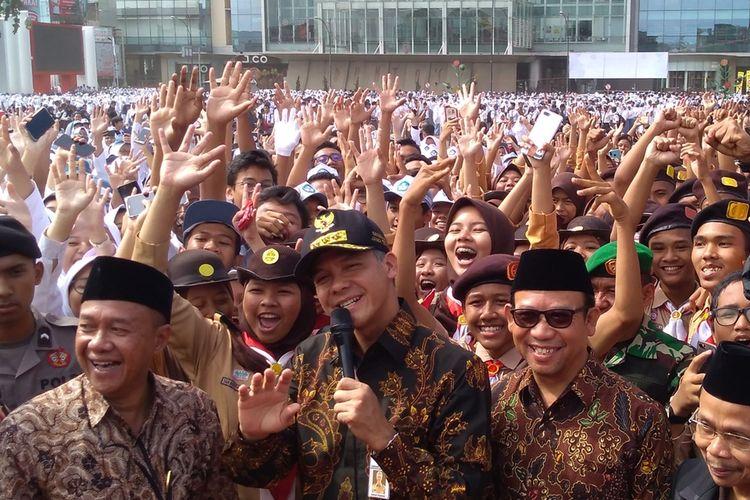 Gubernur Jateng Ganjar Pranowo menghadiri Apel Kebangsaan Pelajar se-Kabupaten Banyumas di Alun-alun Purwokerto, Jawa Tengah, Jumat (18/10/2019).
