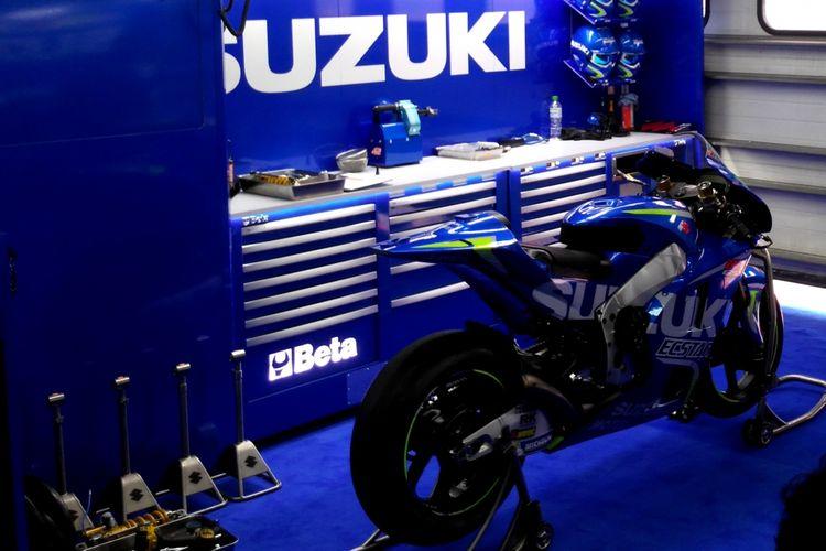 Paddock MotoGP Suzuki Esctar di Sepang, Malaysia, Jumat(27/10/2017).
