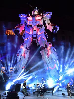 Replika RX-0 Unicorn Gundam dari anime Mobile Suit Gundam UC diperkenalkan pada media di Tokyo, Sabtu (23/9/2017). Pertunjukan replika setinggi 19,7 meter itu akan dibuka untuk umum pada 24 September 2017 di Mal DiverCity Tokyo.