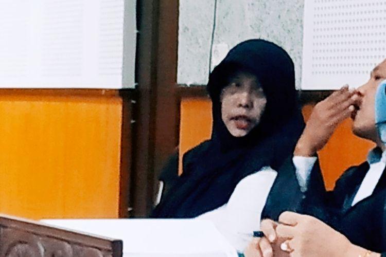Kompol Tuti Maryati, saat bersama Kuasa hukumnya, menjalani sidang di Pengadilan Negeri Tipikor Mataram. Tuti divonis 3 tahun penjara, Selasa(24/9/2019)