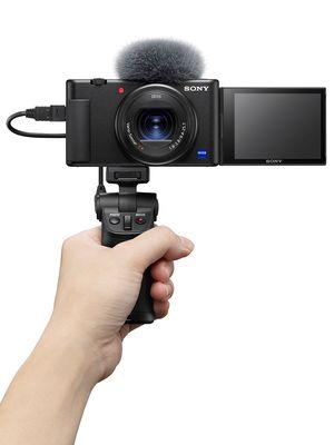 Sony ZV-1 dengan aksesori shooting grip VCT-SGR1