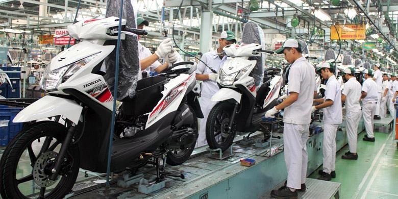 Produksi skutik terlaris Honda.