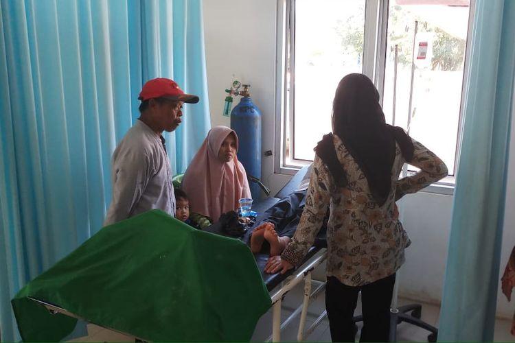 Belasan siswa SD Negeri Bantarkuning, Kampung Bojongkoneng, Desa Bantarkuning Rt 09/05, Kecamatan Cariu, Kabupaten Bogor, Jawa Barat, mengalami  keracunan, Jumat (22/3/2019).