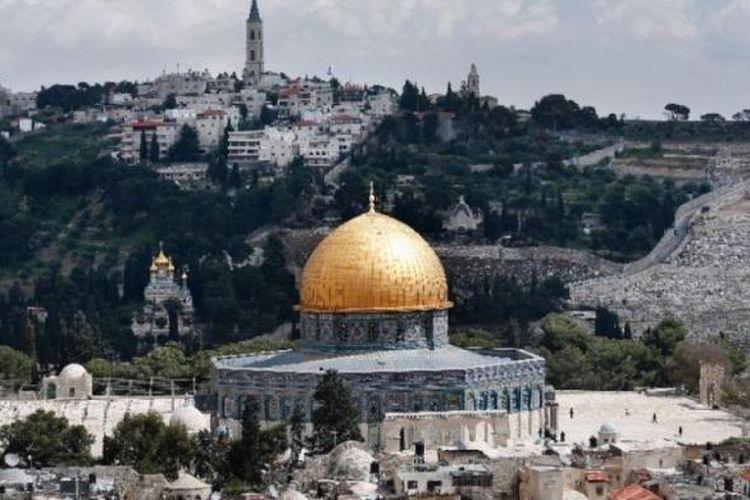 Dome of the Rock, yang berada di kompleks yang sama dengan Masjid Al-Aqsa di Jerusalem.