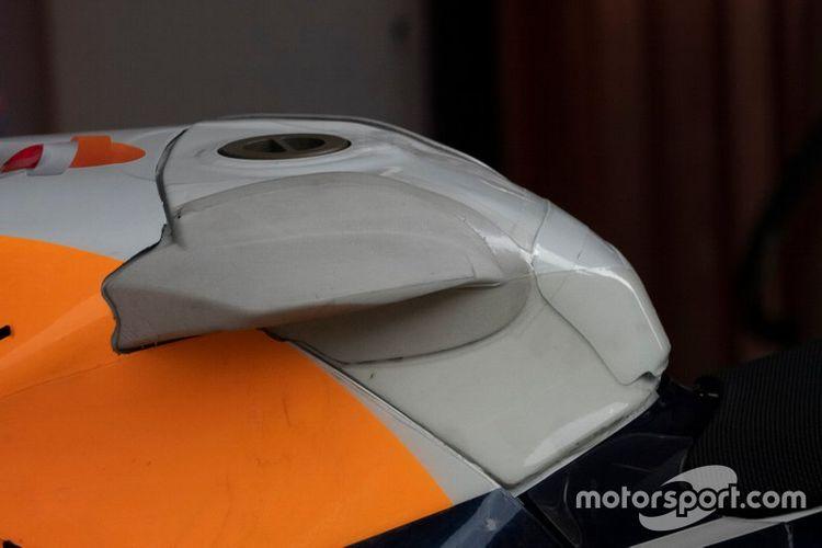 Sayap di tangki motor Lorenzo