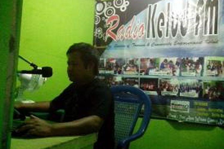 Kelud FM, salah satu radio komunitas warga lereng Gunung Kelud, Kabupaten Kediri, Jawa Timur.