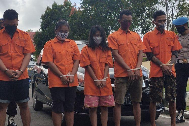 Lima pemuda datang dari luar kota untuk menculik seorang pemuda asal Kapanewon (kecamatan) Lendah, Kulon Progo, DI Yogyakarta. Mereka menganiaya pemuda itu lantaran dianggap sudah menggelapkan motor milik salah satu penculik. Keluarga korban tidak terima dan melaporkan ke polisi aksi penculikan hingga menyebabkan penganiayaan ini.