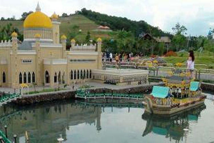 Maket Masjid Sultan Omar Ali Saifuddin Brunei di Legoland, Malaysia.