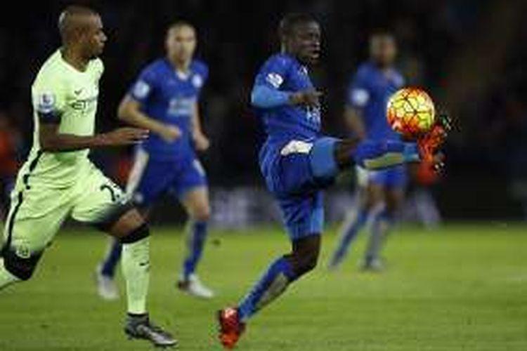 N'Golo Kante saat tampil pada laga Premier League antara Leicester City dan Manchester City di Stadion King Power, 29 Desember 2015.