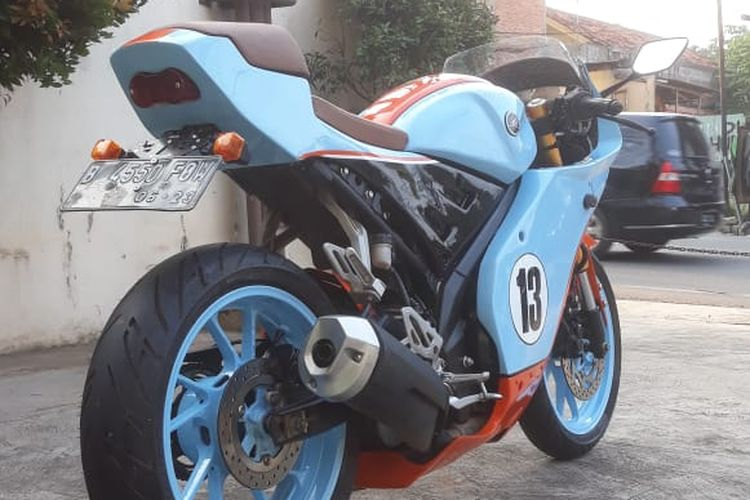 Body kit Yamaha YZF-R15 untuk mengubah motor jadi tampang zaman dulu.