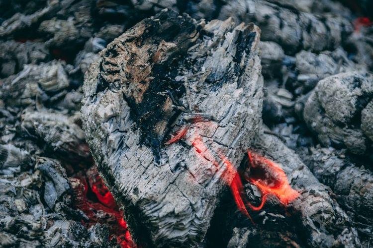 Ilustrasi abu kayu