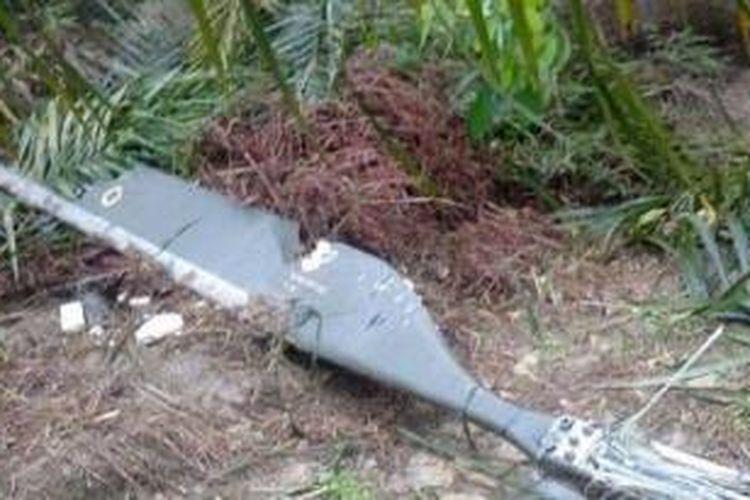 Puing helikopter yang menewaskan pejabat dan mantan pejabat Malaysia di lokasi kecelakaan.