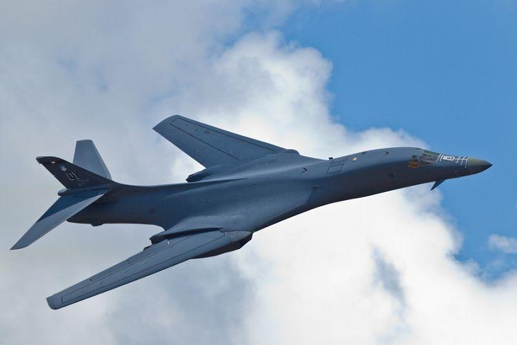 Pesawat pembom strategis B-1B Lancer.