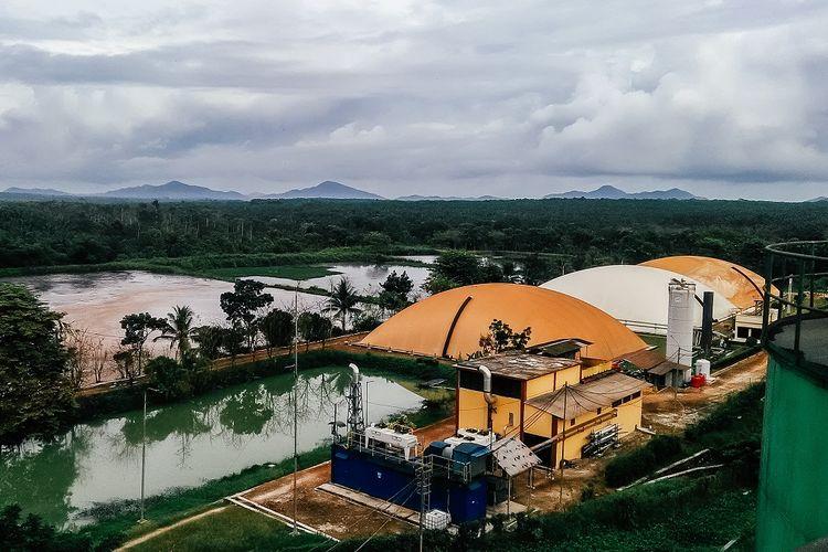 Biogas PT Austindo Aufwind New Energy (AANE) dan kolam limbah yang dikelola ANJ.