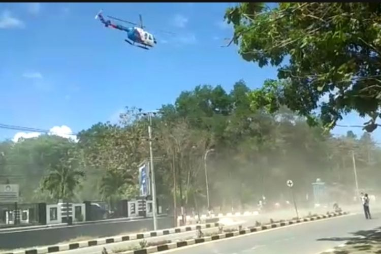 polisi bubarkan demosntrasi gunakan helikopter di sultra