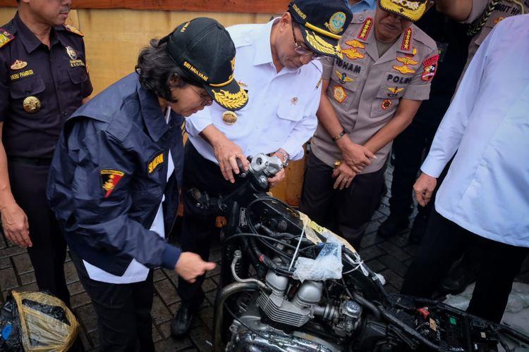 Penyelundupan mobil dan motor mewah di Tanjung Priok