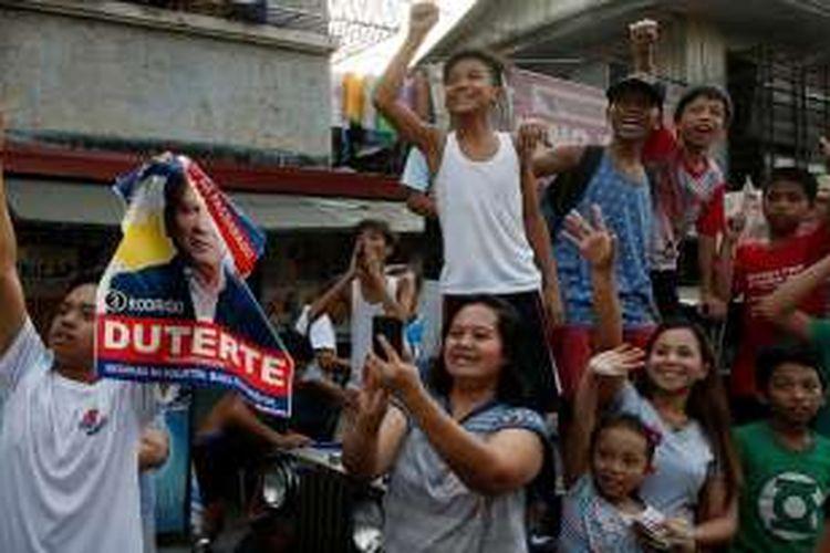 Suasana pemilu di Filipina, Senin (9/5/2015). Para pendukung Ridrigo Duterte, salah satu kandidat presiden paling dijagokan.
