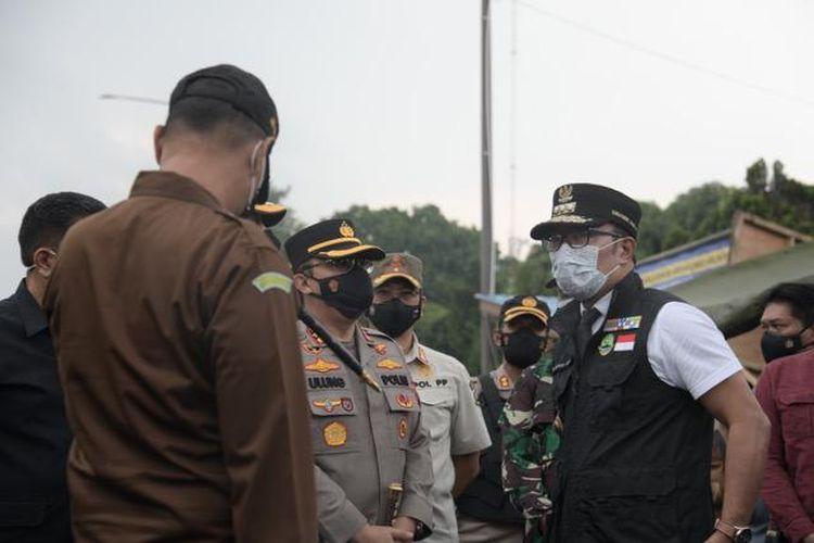 Kebijakan obat dan vitamin gratis untuk pasien isolasi mandiri (isoman) yang dicetuskan Gubernur Jawa Barat (Jabar) Ridwan Kamil rupanya mendulang pujian dari sejumlah tokoh. Menurut mereka, kebijakan ini bisa dicontoh oleh para kepala daerah lain.