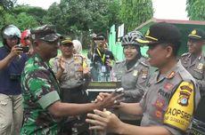 Bersepeda Antar Kue Ultah HUT TNI, Kapolres Polman Kejutkan Dandim
