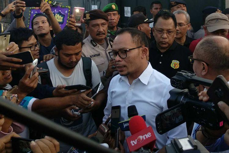 Menteri Tenaga Kerja dan Transmigrasi Hanif Dhakiri di pabrik mercon yang terbakar di Kosambi, Tangerang, Minggu (29/10/2017).
