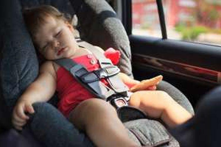Ilustrasi anak ditinggalkan di dalam mobil.
