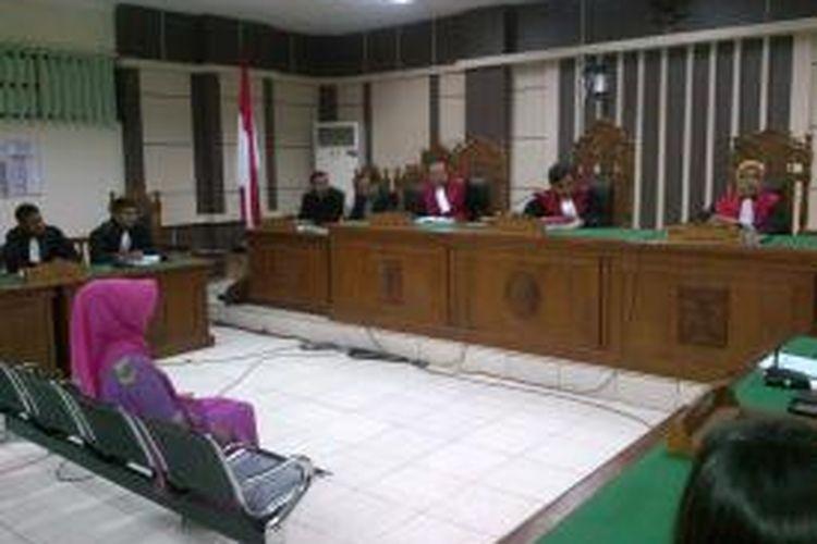 Mantan Bupati Karanganyar, Rina Iriani dalam sidang di Pengadilan Tipikor Semarang, Selasa (17/2/2015)