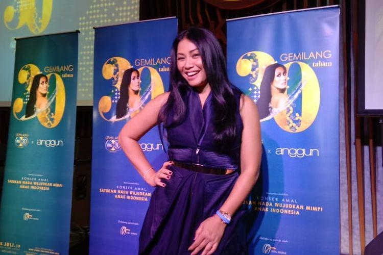 Anggun C Sasmi berpose usai jumpa pers konser amalnya di kawasan SCBD, Jakarta Selatan, Senin (7/1/2019).