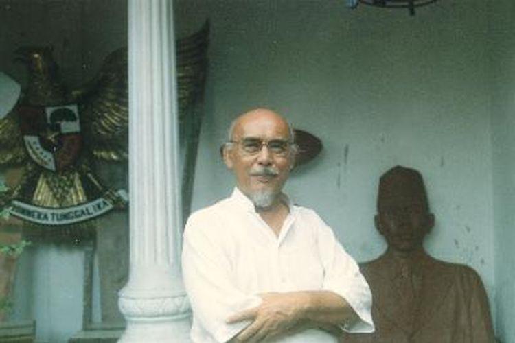 Pematung yang pernah menjadi Direktur Sekolah Tinggi Seni Rupa Indonesia (STSRI- sekarang ISI) Yogyakarta.