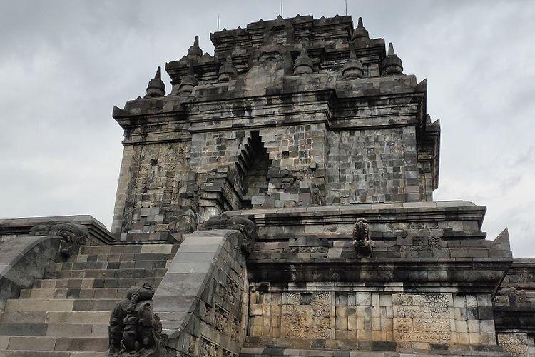 Candi Mendut yang berlokasi di Mungkid, Magelang, Jawa Tengah ternyata dulunya beratap dan memiliki dua cerita relief istimewa yang belum diketahui wisatawan.