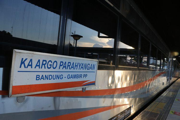 Mulai Jumat, 10 Juli 2020, PT Kereta Api Indonesia (KAI) Daerah Operasi (Daop) 2 Bandung menambah tiga perjalanan KA Argo Parahyangan ke Jakarta.