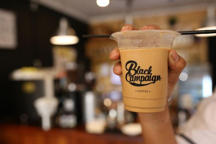 Es Kutang (kopi susu Tangerang) dari Black Campaign Coffee, Tangerang.