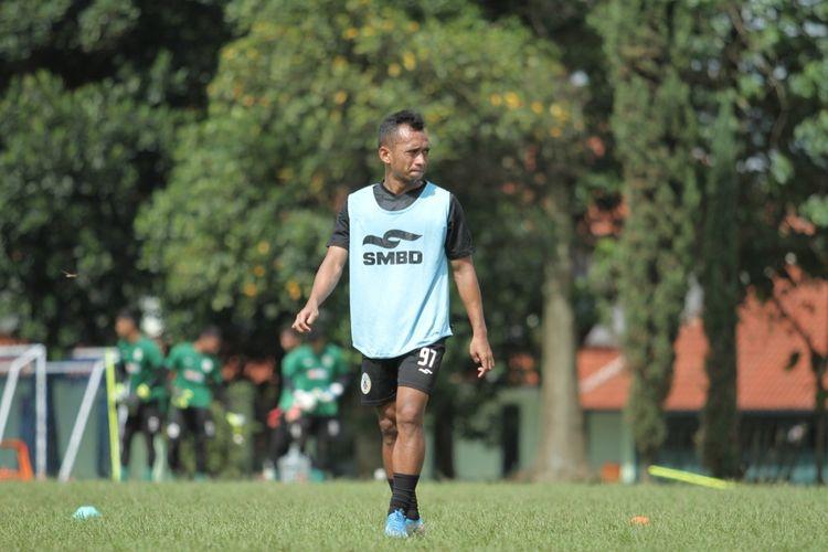 Winger Irfan Jaya menjalani sesi latihan bersama PS Sleman, di Bandung, Selasa (16/03/2021).