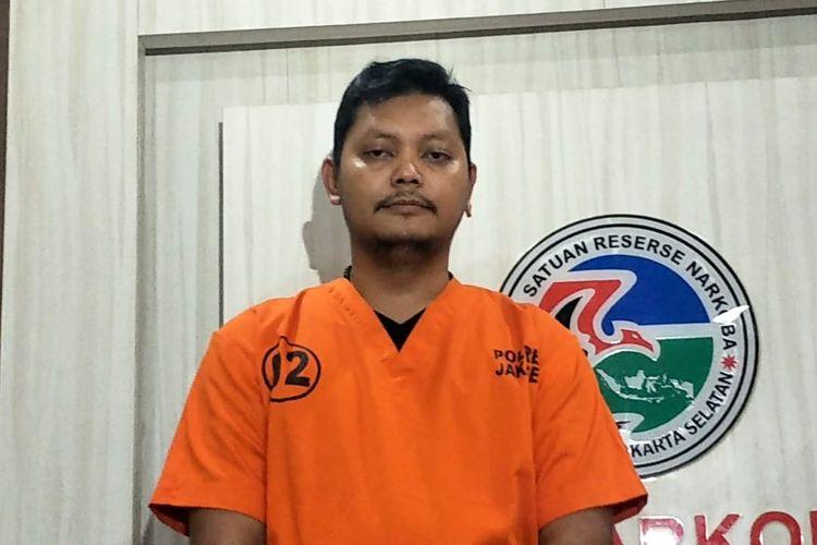 Sutradara Robby Ertanto dihadirkan pada jumpa pers kasus penyalahgunaan narkoba jenis ganja yang menjeratnya di Polres Metro Jakarta Selatan, Kamis (25/7/2019).