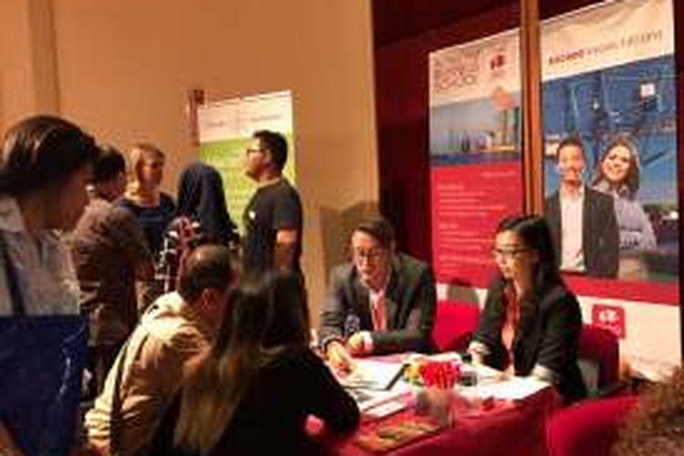 Pelajar Indonesia yang tertarik kuliah ke Belanda mendatangi pameran pendidikan Dutch Placement Day 2016 di Erasmus Huis, Jakarta, Jumat (4/11/2016).