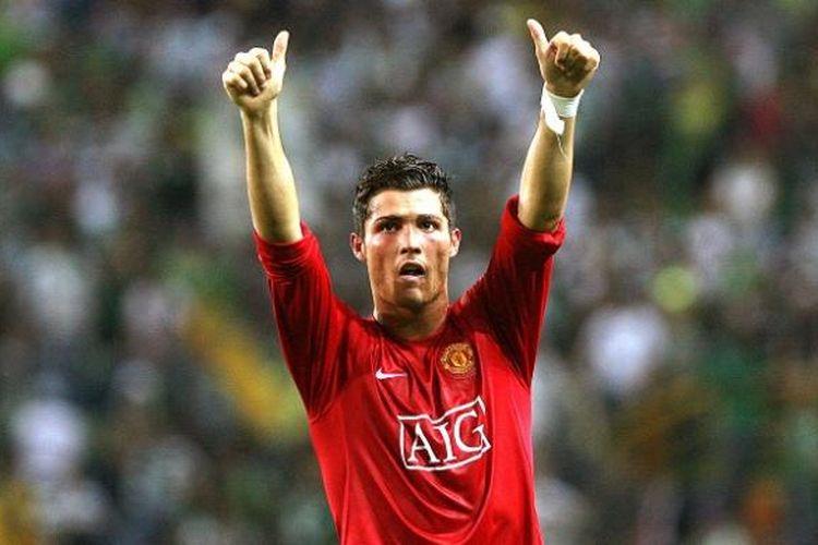 Cristiano Ronaldo tampil dalam sebuah laga Liga Champions antara Manchester United dan Sporting CP di Lisbon, Portugal, 19 September 2007.