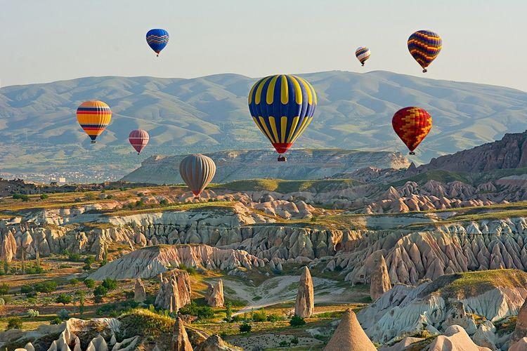 Ilustrasi perjalanan dengan balon udara