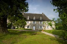 Sebuah Istana Kuno Perancis Dijual dengan Harga Rp 182.000