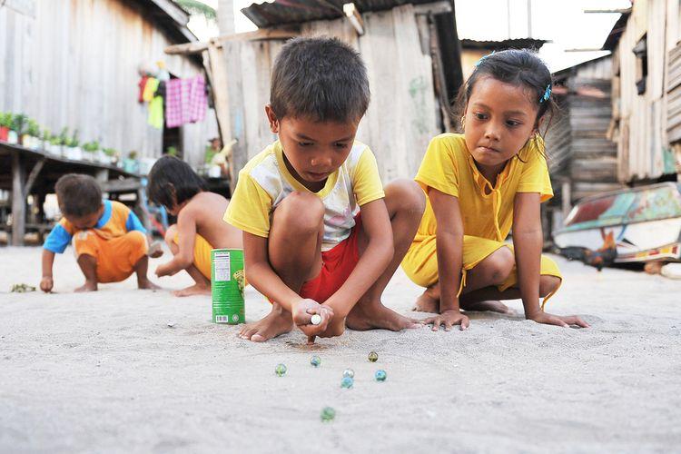 Ilustrasi anak bermain