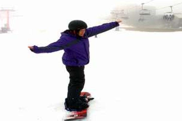 """Jatuh Bangun Menjajal """"Snowboarding"""" di Australia"""